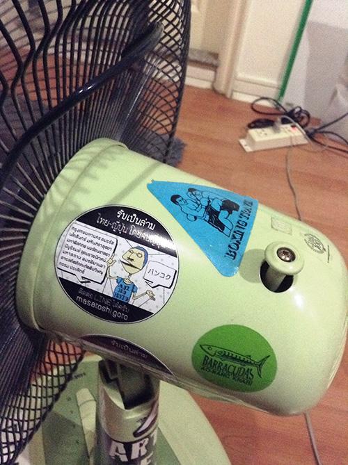 扇風機にはられるオリジナルステッカー